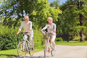 Twee bejaarde fietsers